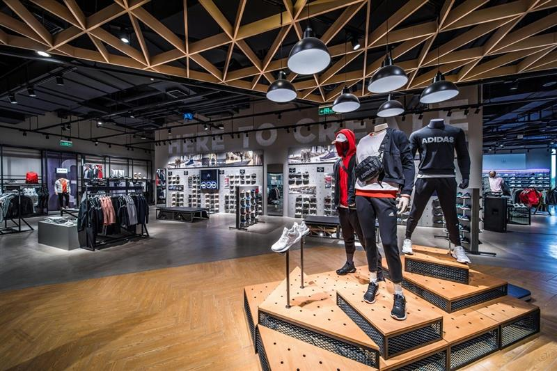 阿迪达斯运动时尚品牌体验店